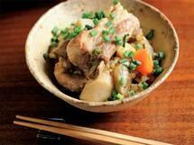 根菜ゴロゴロ、食べごたえ抜群の「塩豚と根菜の炊き込みご飯」のレシピ