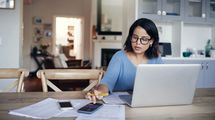 お金が貯まる人は家計簿に何を書いているか