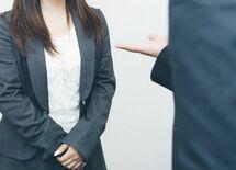 「手を組む」はNG!? 会議中してはいけない「ジェスチャー&ポスチャー」