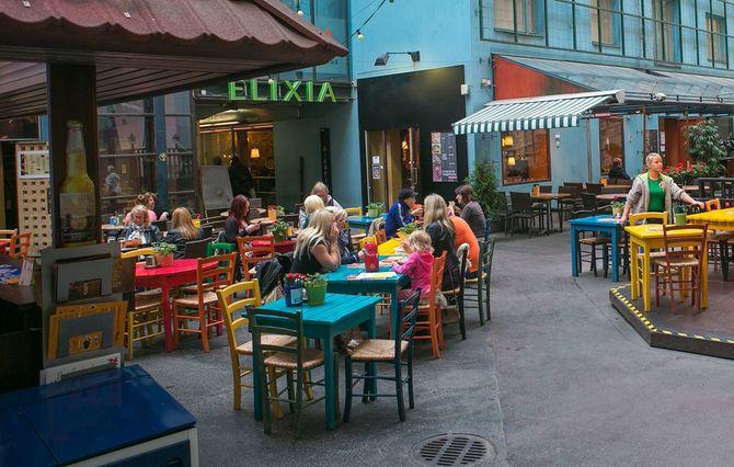 レストランで街の人々に、フィンランドのヘルシンキ