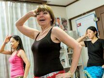 ビギナーもOK「ベリーダンス」で英語が体に染みこむ!?