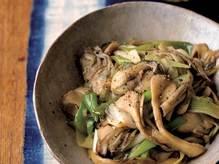 主役はねぎ油の香り「たっぷり長ねぎと牡蠣の炒め物」のレシピ